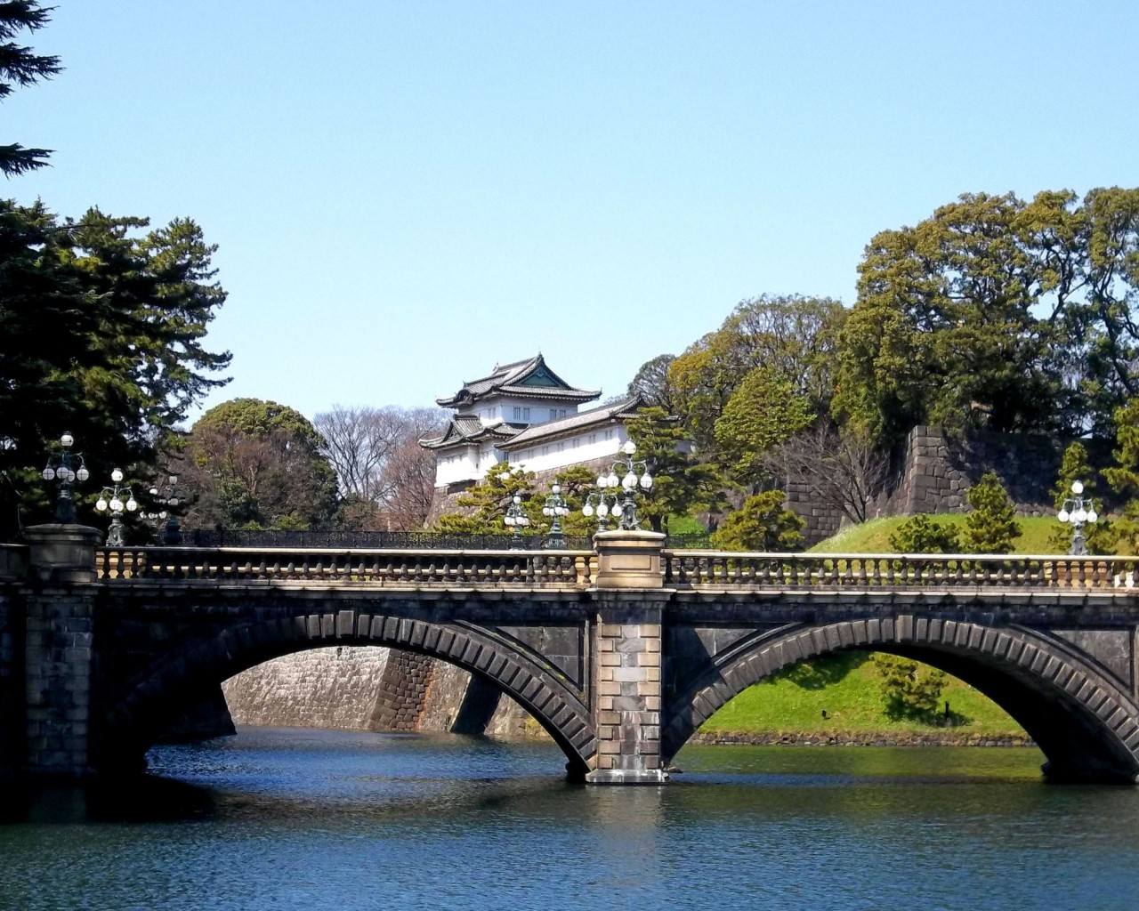 The-Imperial-Palace-Tokyo-Japan-05-1024x1280